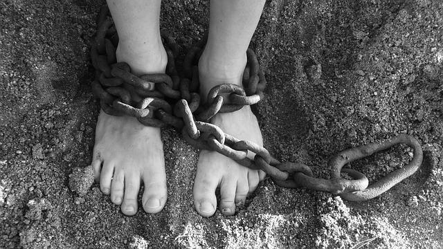 řetěz na nohou