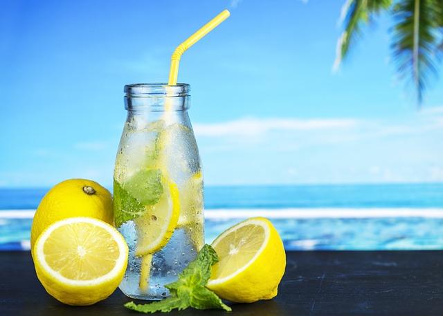 ledová voda s citrony